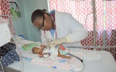 Sala de cirugía salva a la bebé recién nacida
