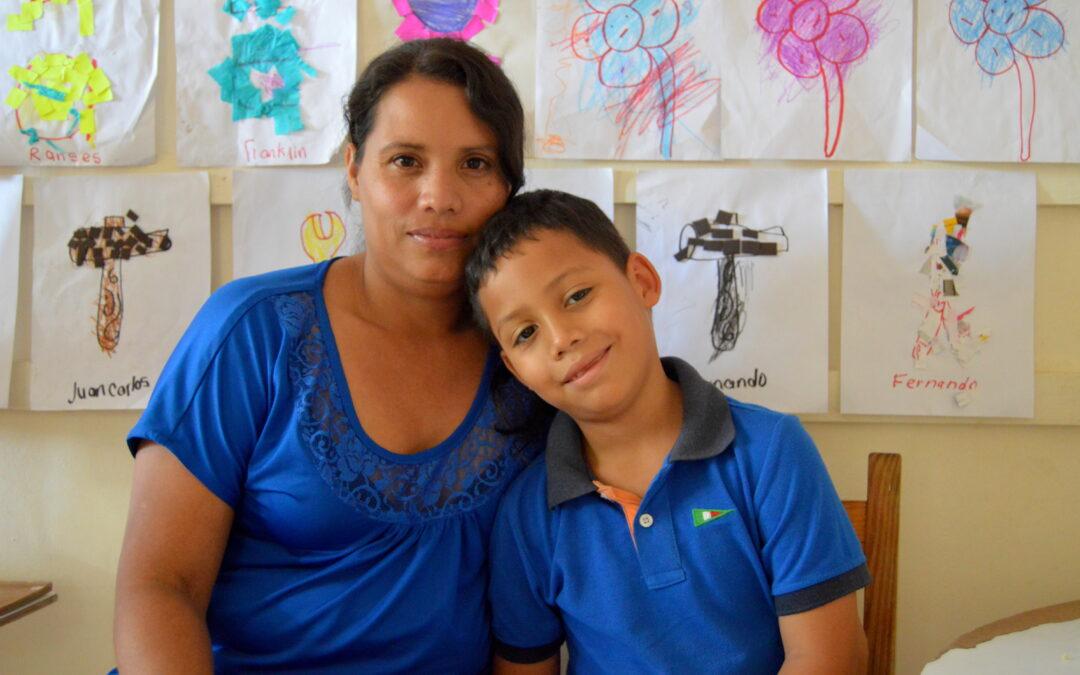 Pasos Pequeñitos apoya a madres solteras que trabajan por un futuro mejor para sus familias
