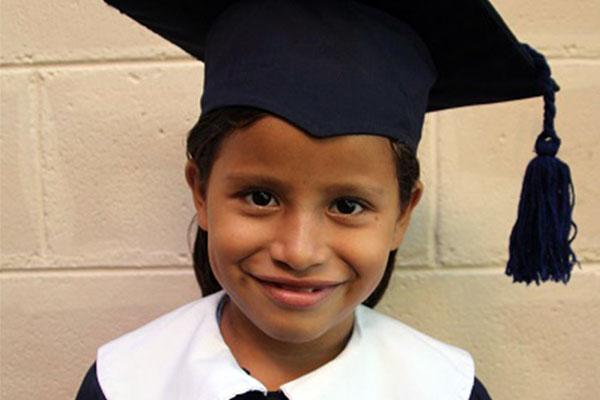 Becas comunitarias Ayudan a los Niños de Comunidades vecinas a Alcanzar sus Sueños